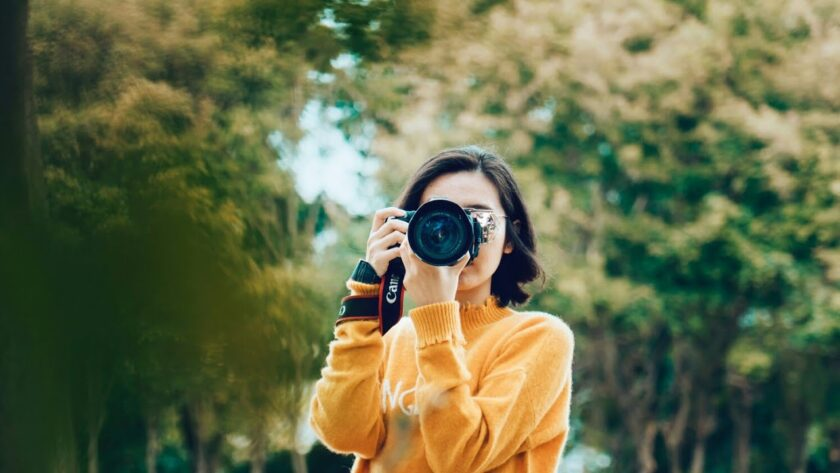 photography girl with camera